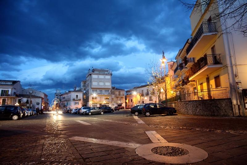 Veduta notturna di Largo Garibaldi