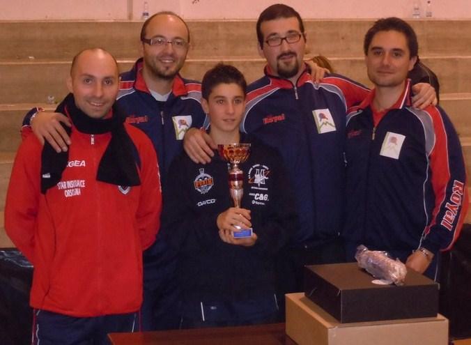 Lo staff Circolo Maiella Tennistavolo ed il vincitore Luca Brandimarte