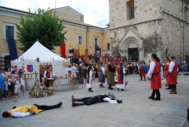 una scena della rievocazione in Piazza San Francesco